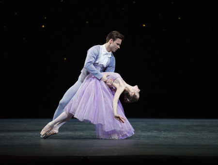 Alexander Campbell e Emma Maguireem In The Night, foto de Tristram Kenton. ROH